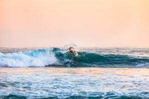 aprende a hacer surf en Gijón